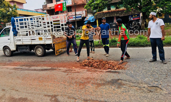 SDPI, Road, Collapsed, SDPI protest against road collapsed