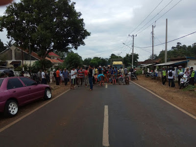 Minta Pemilihan Kepala Desa Diulang, Warga Gunung Tiga Blokir Jalan Raya