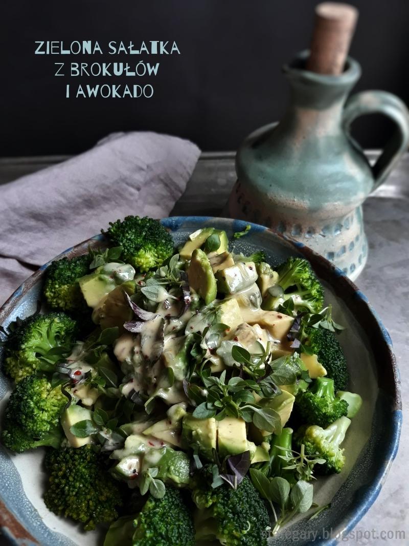 Zielona sałatka z brokułów i awokado