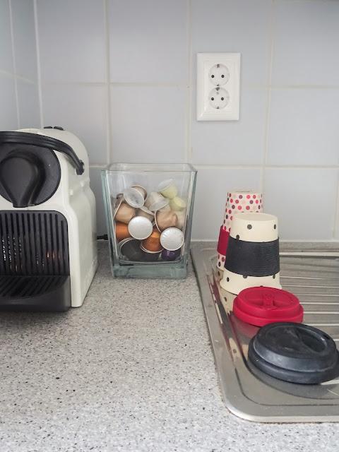 Helpompi arki, sujuvampi arki, suunnitelmallisuus, perhe arki, pyykkipäivä, kodinsisustus, kahvi, Nespresso Inisia, Ecoffee kahvikuppi