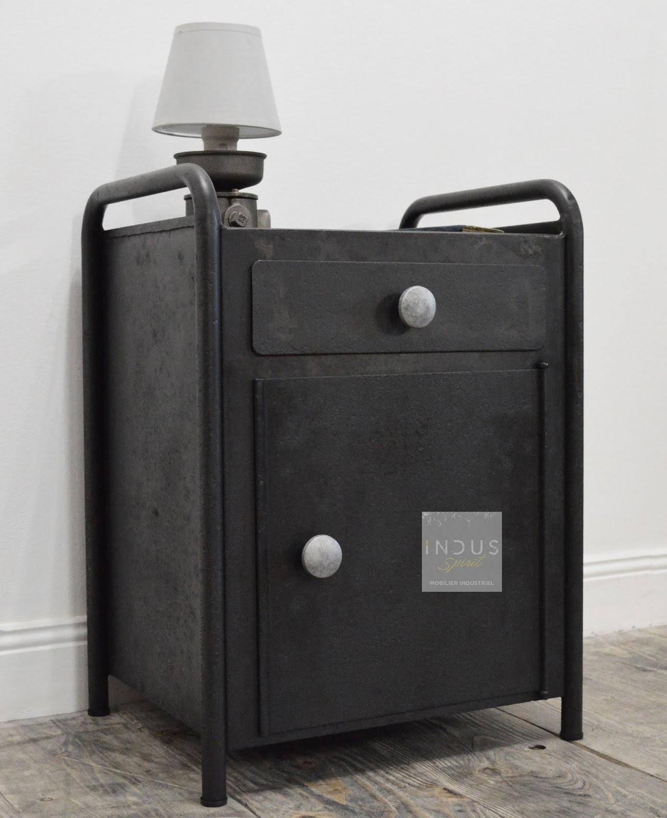 table de chevet m tal industriel. Black Bedroom Furniture Sets. Home Design Ideas