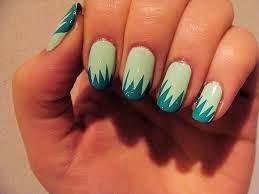 Uñas decoradas con tonos de verde