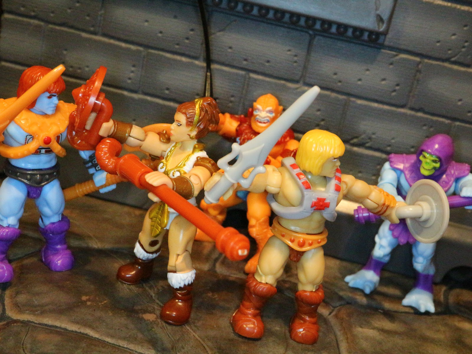 Mega Bloks Masters of The Universe Battle For Eternia Set with Stands He-Man