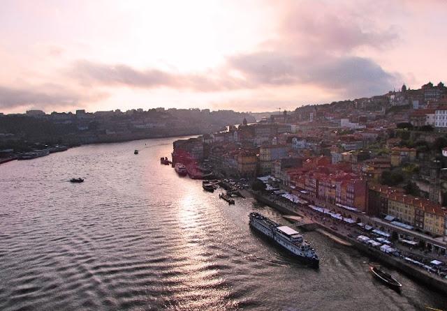 pôr-do-sol na cidade do Porto