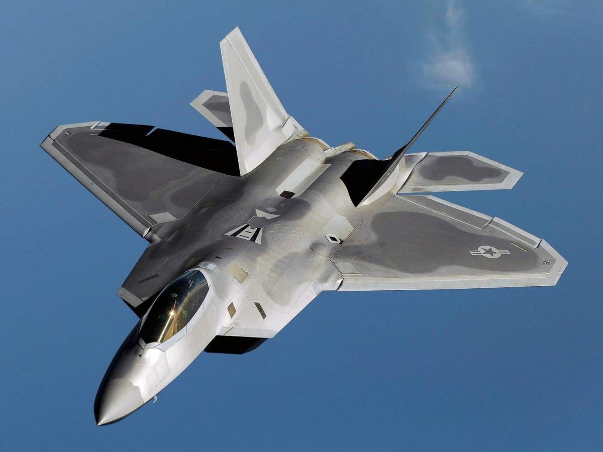 США перебросили в Европу эскадрилью F-22A Raptor