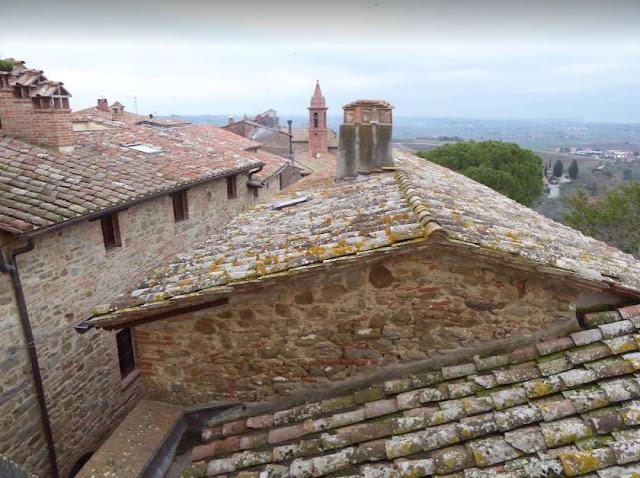 veduta sui tetti di Paciano