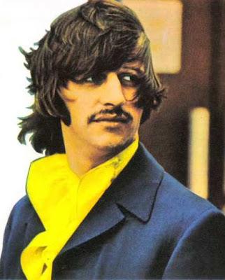 Foto de Ringo Starr con cabello más largo