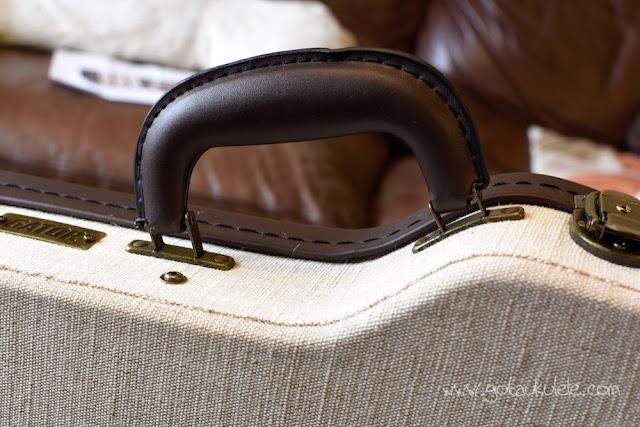Gator Journeyman Soprano Ukulele Case handle