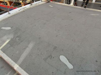 Marble footprints, Ponte dei Pugni, Venice