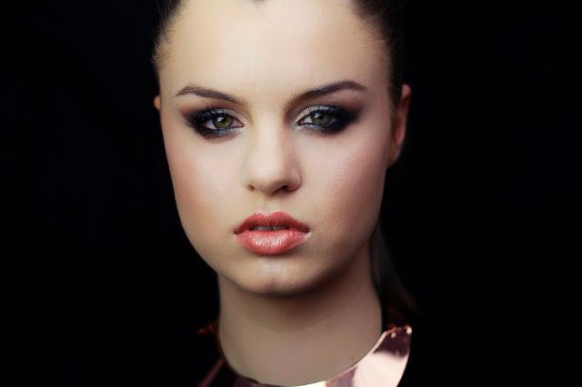 makijaż dla opadającej powieki