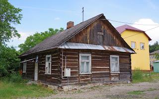 http://fotobabij.blogspot.com/2016/07/wiejski-dom-drewniany-z-bali-majdan.html
