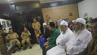 Ustadz Yazid bin Abdul Qadir Jawas dan Ustadz Abdul Hakim bin Amir Abdat