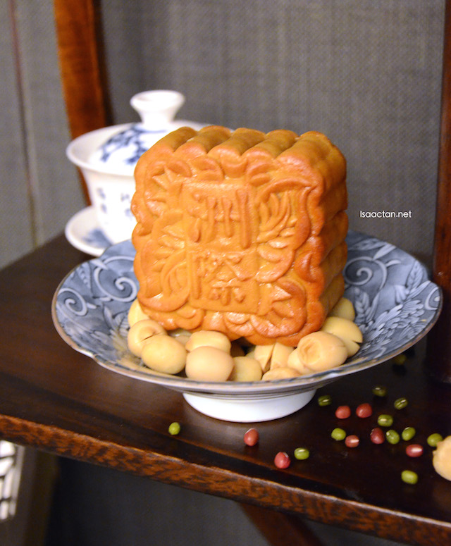 Classic, lotus paste mooncakes