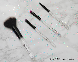 Essence cosmetics mini brush set