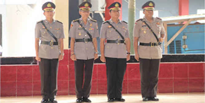 Kepala Kepolisian Daerah (Kapolda) Kapolda Maluku, Brigjen Pol. Ilham Salahudin, memimpin serah terima jabatan sejumlah Perwira Menengah (Pamen), di di Aula Dharma Polda Maluku, Jumat (17/3.