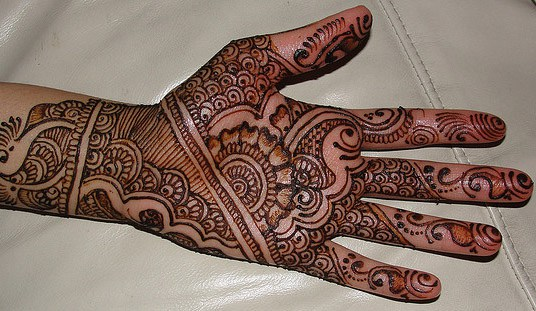 Traditional Mehndi Designs Photos : Latest pattern of traditional mehndi designs for hands