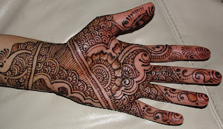latest-pattern-of-traditional-Indian-mehndi-designs-for-hands-for-girls-2