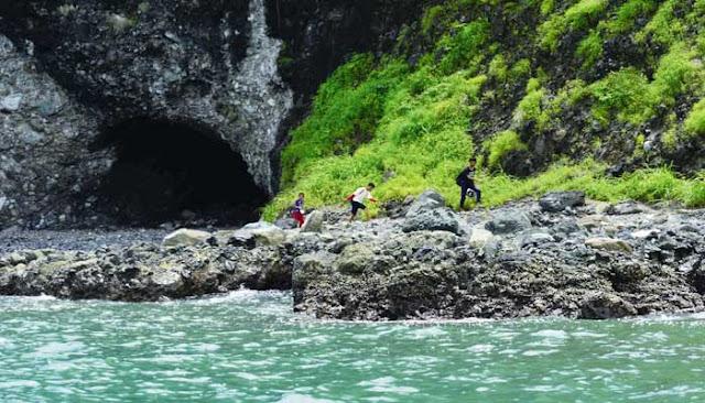 Menjelajahi Dua Gua Laut Di Sukabumi