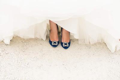 Zapatos de novia azules con hebilla de brillantes