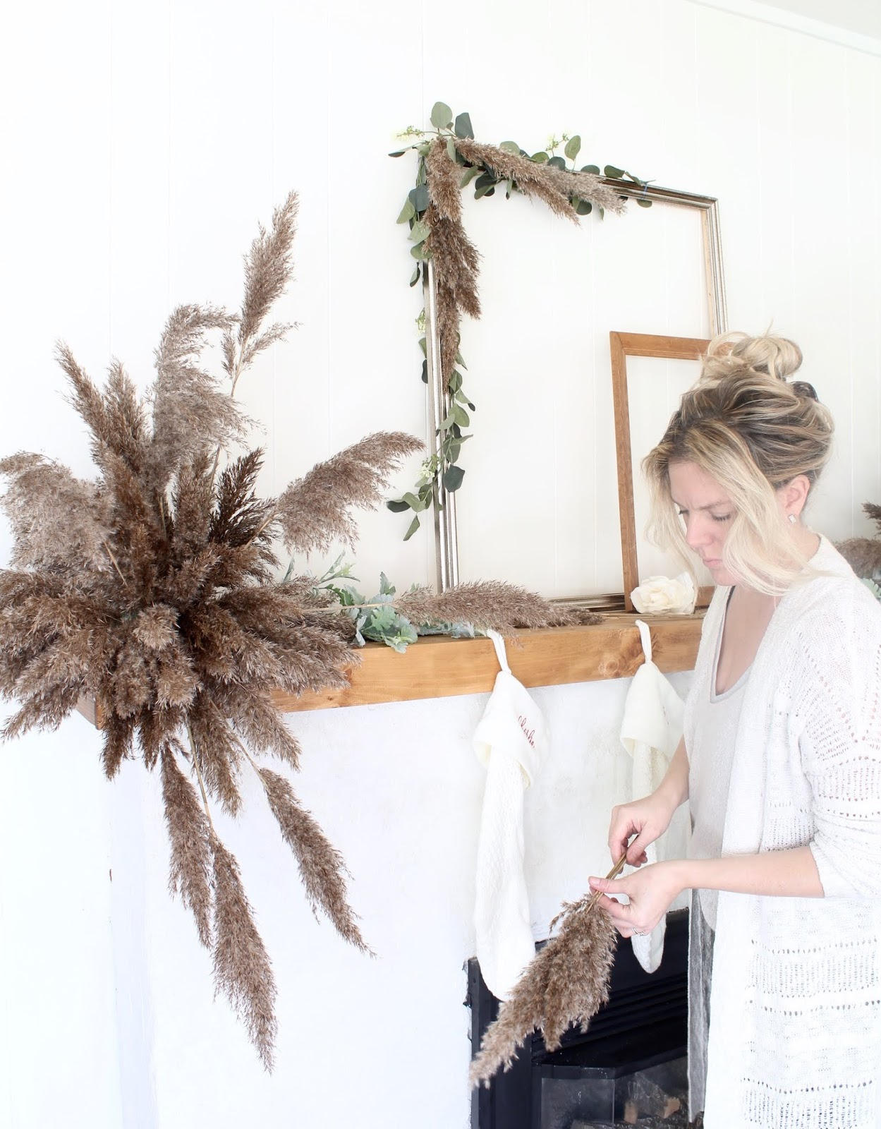 nordic-christmas-decorating-ideas-pampas-grass-diy-wedding-holiday-decor-2