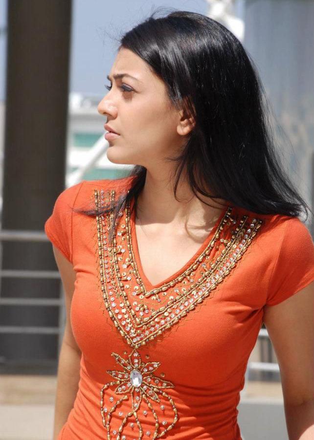 Actress Stills: Thuppaki Film Vijay Stills and Kajal Agarwal