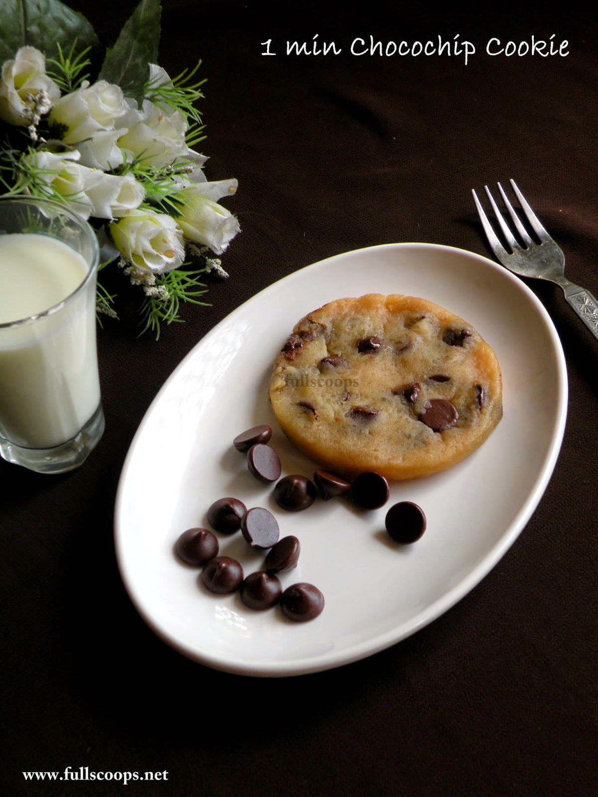1 min Eggless Chocolate Chip Cookie