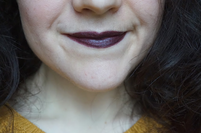 mac_cosmetcs_matte_velvet_collection_revue_avis_swatches_lipstick_rouge_a_levres_teinte_shade_victorian_powerhouse_winifred_dark_lipstick_01