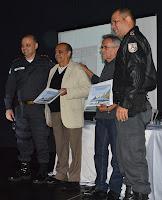 O presidente da Cruz Vermelha em Teresópolis, Álvaro Pereira, e o empresário Roberto Oliveira são lembrados pelo apoio ao serviço da PM na cidade