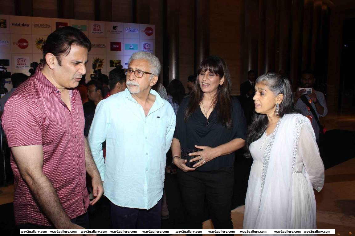 We caught celebrity couples Parmeet SinghArchana Puran Singh and Naseeruddin ShahRatna Pathak Shah in conversation at the Ghanta Awards
