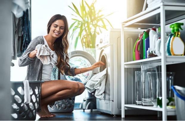 Gambar Cara mencuci baju praktis dengan mesin cuci