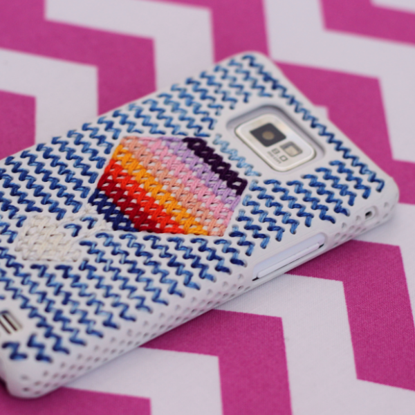 http://www.blog.oomanoot.com/cross-stitch-hot-air-balloon-phone-cover/?utm_source=directory&utm_medium=totally&utm_campaign=cross-stitch-hot-air-balloon-phone-cover