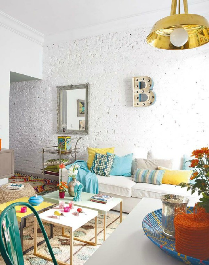Decoraci n f cil home tour ecl ctico con color - Decoracion paredes blancas ...