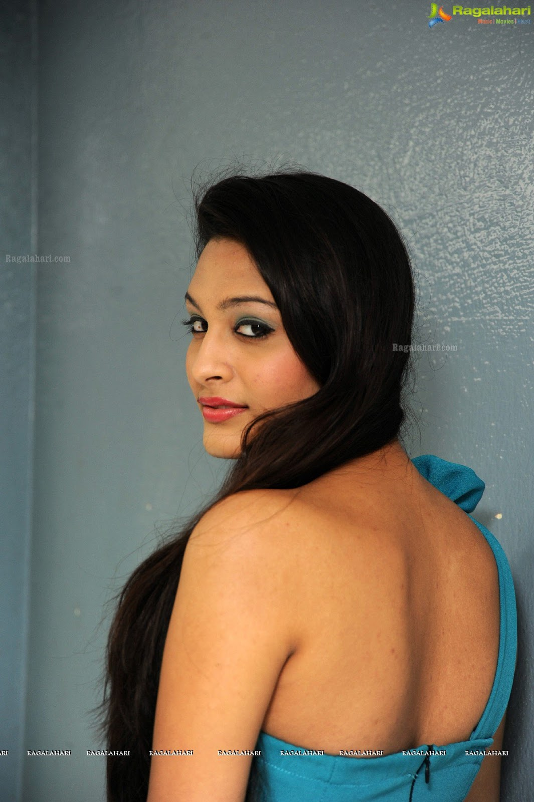 South Actress Hot Navel Photos In Saree Blouse That Will -7559
