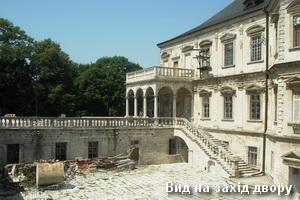 Захід замкового двору