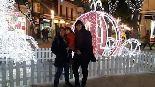 Silvia junto a su mujer y su hija.