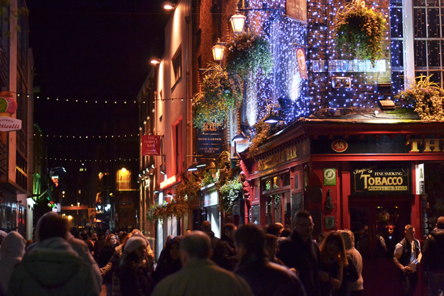Temple bar dublin, ireland, at night