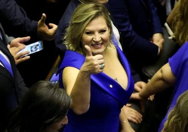 A líder do governo Bolsonaro no Congresso, deputada Joice Hasselmann (PSL), usou a verba indenizatória de gabinete para comprar a passagem aérea no retorno do feriado de Carnaval