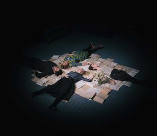 """""""H Κυρία Ντάλογουεϊ"""" της Βιρτζίνια Γουλφ, σε σκηνοθεσία Μαρίας Ξανθοπουλίδου."""