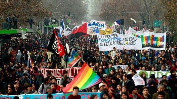Estudiantes chilenos retornan a las calles en rechazo a reforma educacional