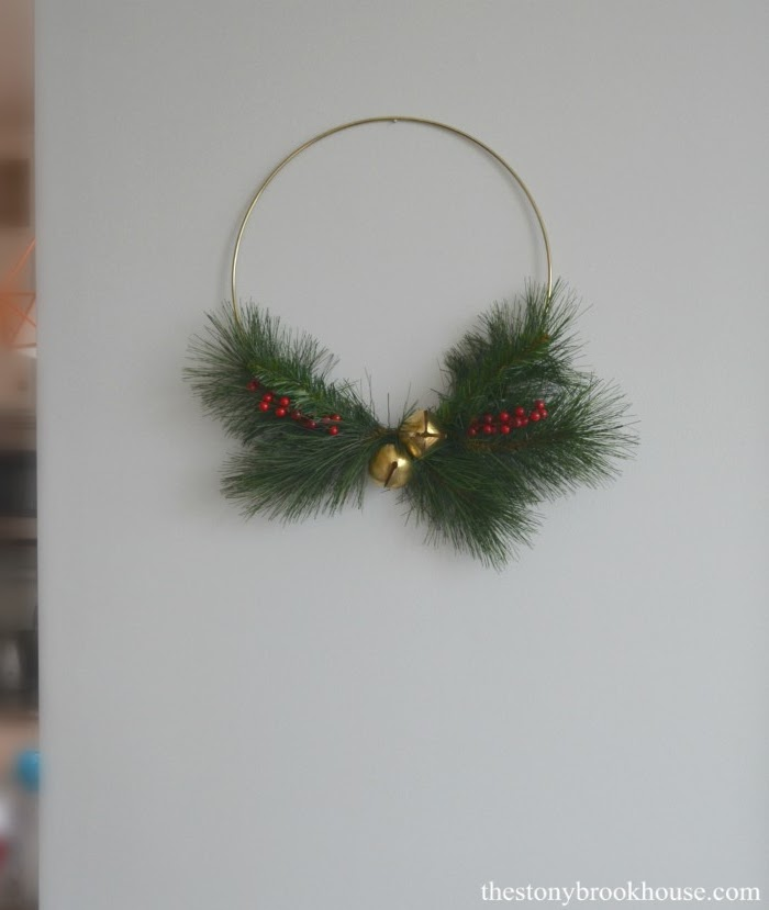 Simple gold wreath