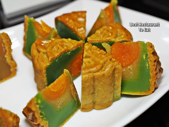 Summer Palace - Moon Cakes Flavours - Baked Mooncake With Single Yolk Salted Bean Paste & Jade Pandan