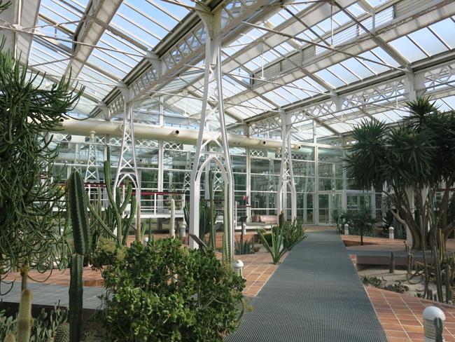 Palacio de cristal de arganzuela o invernadero de - Invernadero de cristal ...
