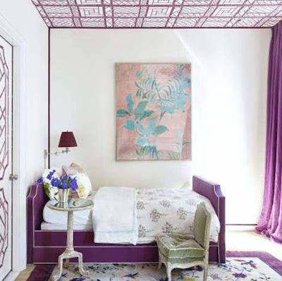 kombinasi cat dinding kamar sempit ungu dan putih