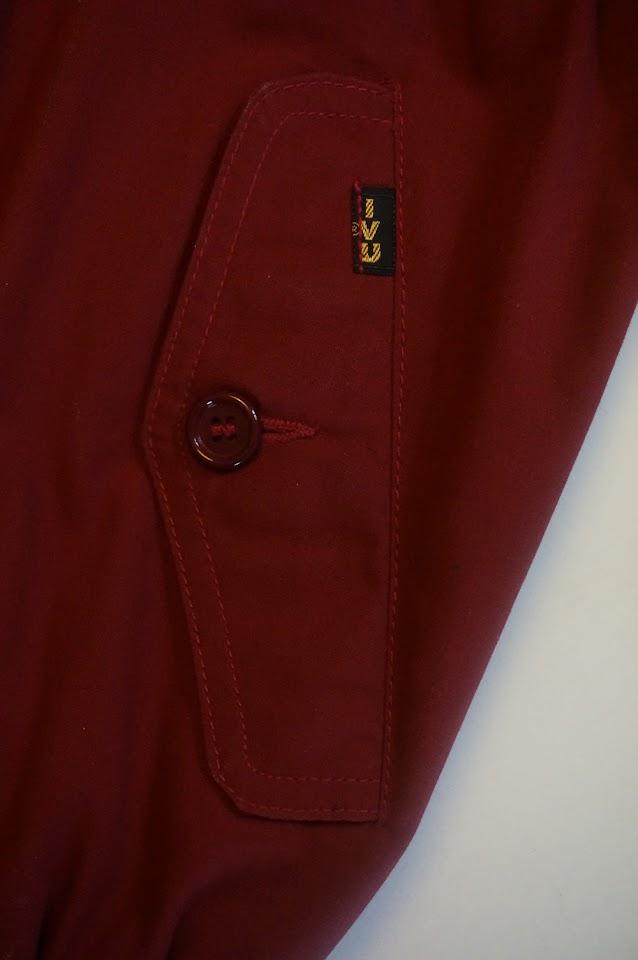 green handbag pink pointed collar button shirt polka dot scarf iron atomic space age mod 60s 70s 80s 1960 1970 1980 vintage Du tissu pour recouvrir le canapé , un foulard à pois , une chemise rose des années 70 , un sac vert , un fer à repasser pour jouer à la desperate housewife (le budget en moins) , un harrington Ivy Oxford burgundy maroon cherry wine red