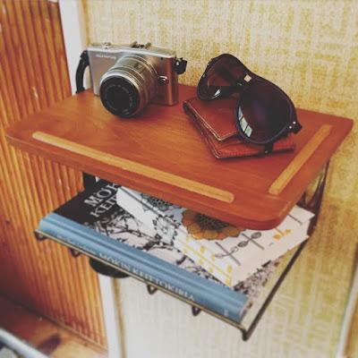 puhelintaso, seinätaso, vintage, aurinkolasit, kamera, olympus pen, vintiikki