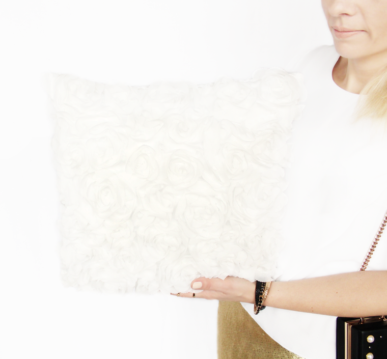 Nowości w mojej garderobie i nie tylko Biała poduszka z motywem róż H&M Home