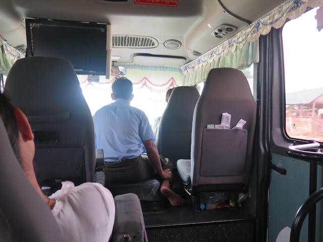 Mini Van en la ruta Bagan - Mandalay