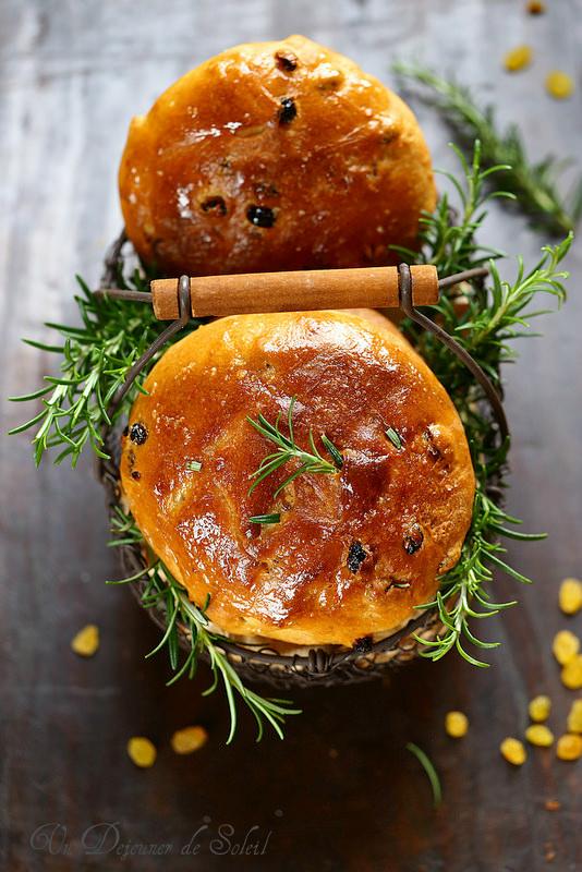 Pan di ramerino (pain aux raisins et au romarin)