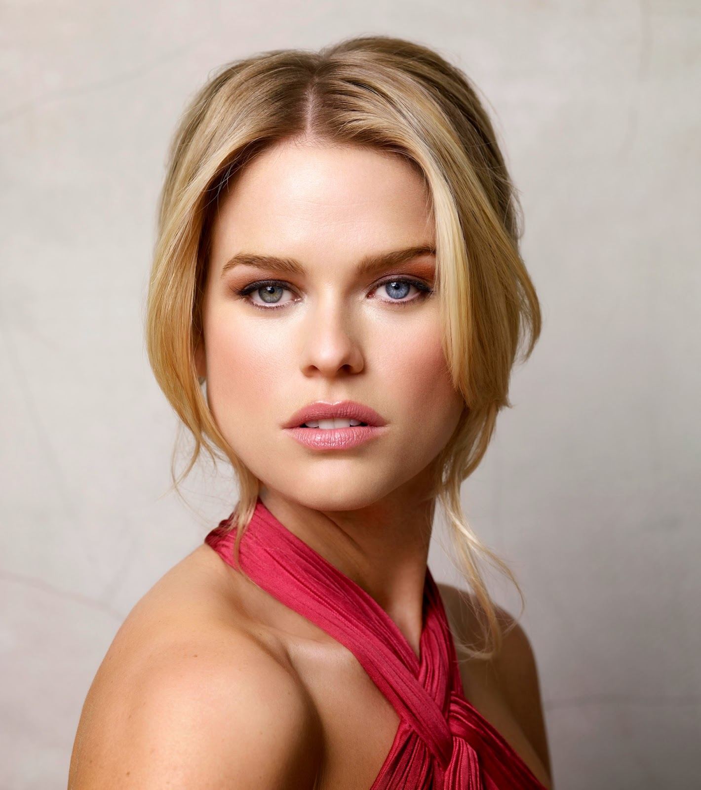 Latest Celebrity Photos Alice Eve Sexy And Hot Wallpapers-6595