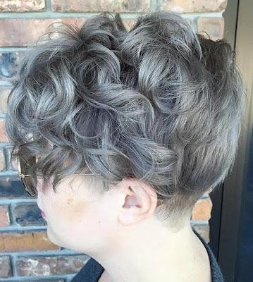 potongan gaya rambut pendek wanita warna abu-abu tombai